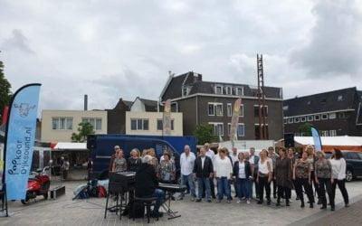 Dijksound met Vaderdagactie op het marktterrein in Hilversum
